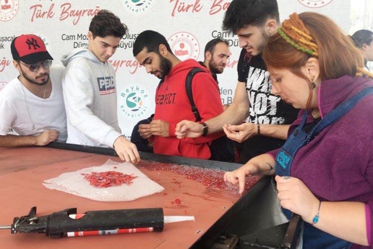 Beykoz'daki dev Türk Bayrağı'na sporcu katkısı