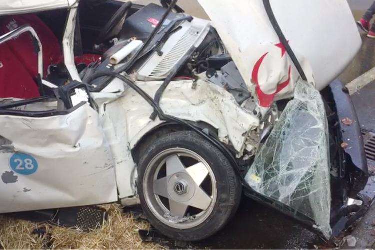 Beykoz Acarkent Mevkii'nde trafik kazası, 2 yaralı