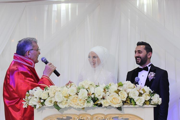 Beykoz Belediye Başkanı nikahı kıymak için şart koştu
