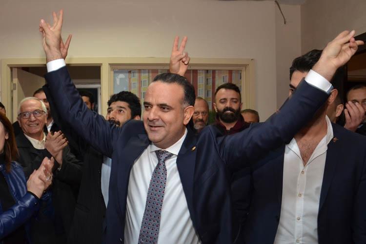 Taştan, Beykoz'da Başkanlığını ilan etti