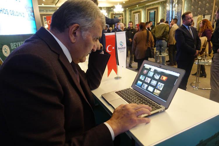 Beykoz Belediye Başkanı, AA'nın fotoğraflarını oyladı