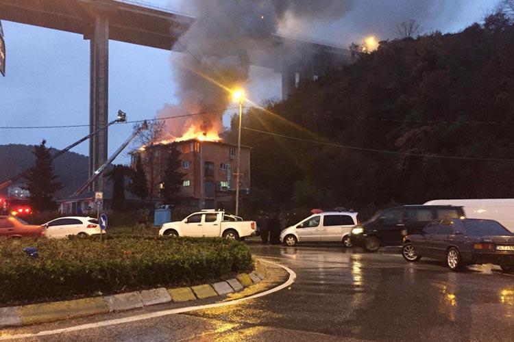Beykoz'da cam atölyesi alev alev yandı