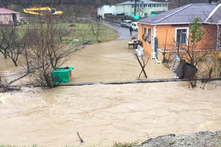 Beykoz'da yoğun yağmur ve fırtınanın bilançosu