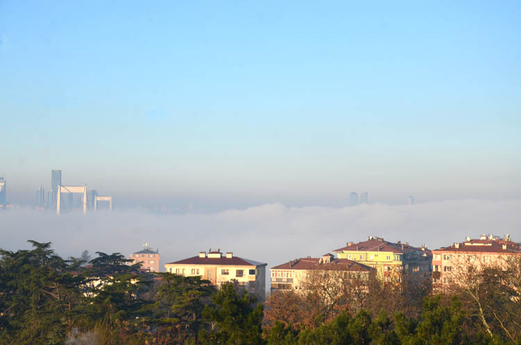 Beykoz'da sis etkili oldu, vapurlar iptal