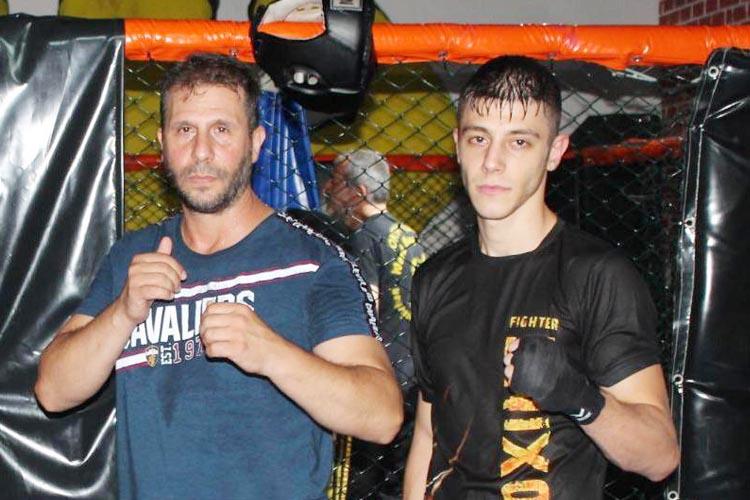 Kickbox'ta Beykoz'u Türkiye şampiyonu yaptılar