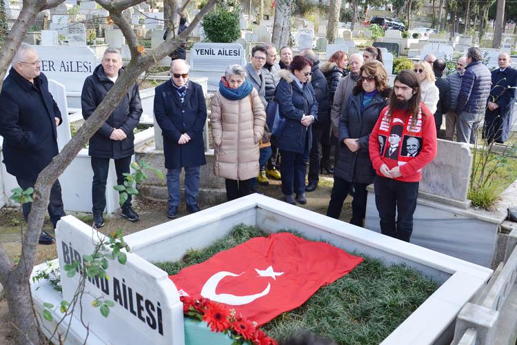 Mehmet Ali Birand, Beykoz'da kabri başında anıldı