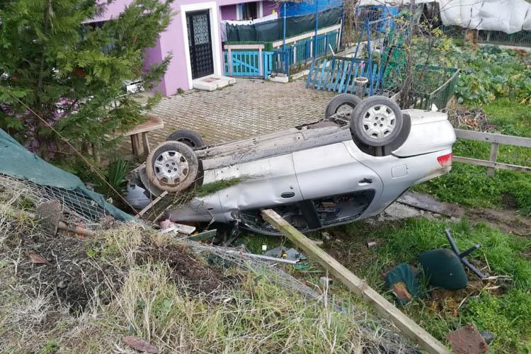 Beykoz'da bir otomobil şarampole yuvarlandı