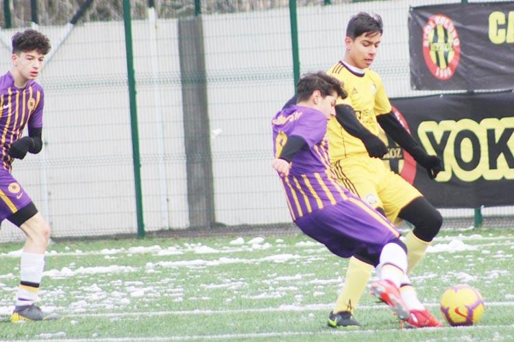 Çubukluspor U15 Gençleri Başıbüyük'ü 4 golle uğurladı