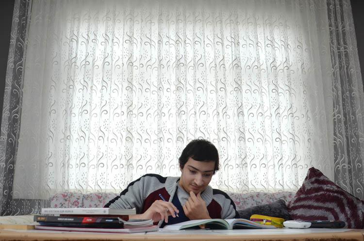 Ayrık omurga hastası Beykozlu Ceyhun'un hikayesi