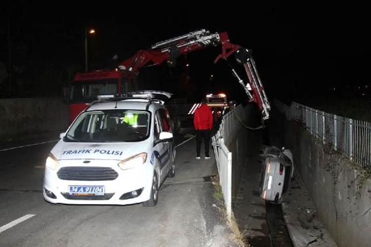 Beykoz'da araç kontrolden çıktı dereye düştü