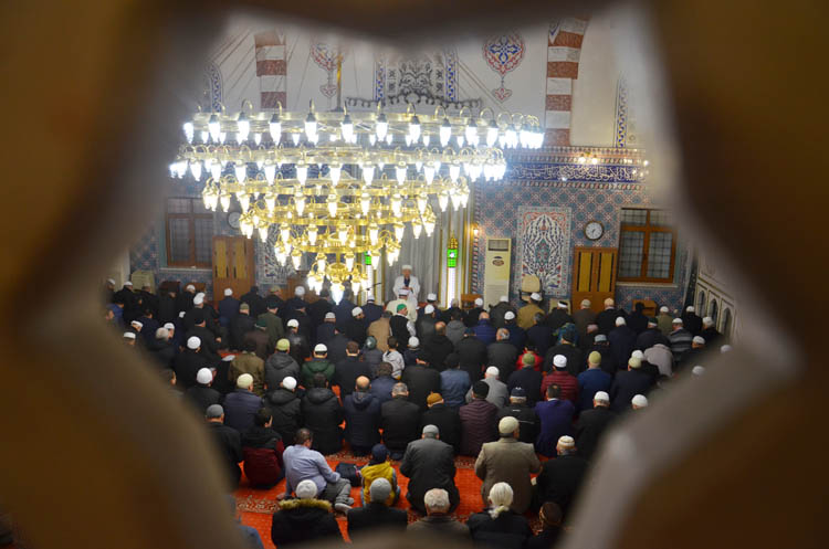 Beykoz'da ibadethanelerin garip kandili… Miraç