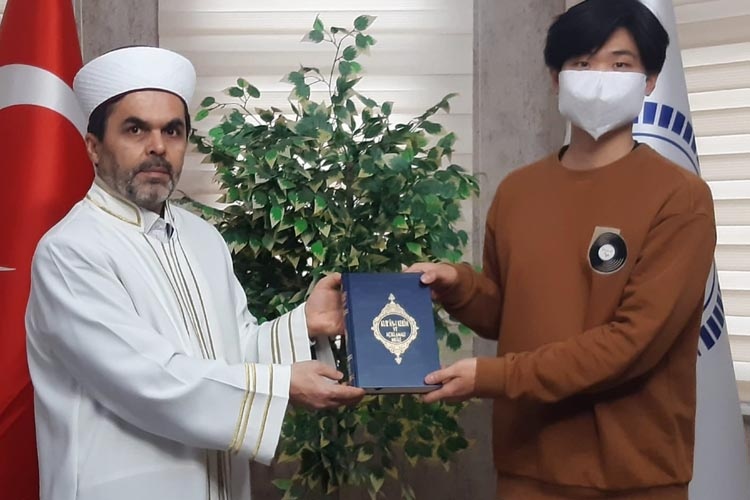 Güney Koreli genç Beykoz'da Müslüman oldu