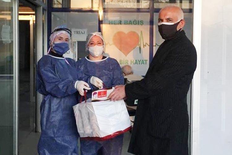 Beykoz'da ilk kez bir siyasi parti maske dağıttı