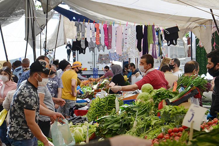 Kısıtlamaya saatler kala Beykozlular çarşı-pazara koştu