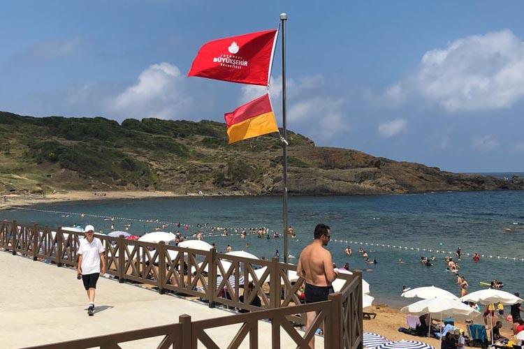 CHP Beykoz'dan Riva'daki bayrak gerginliğe cevap