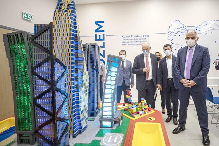 Turizm Bakanı, Beykoz'da üniversite ziyaret etti