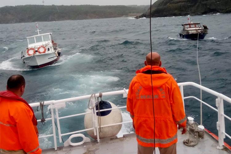 Beykoz açıklarında sürüklenen 2 tekne kurtarıldı