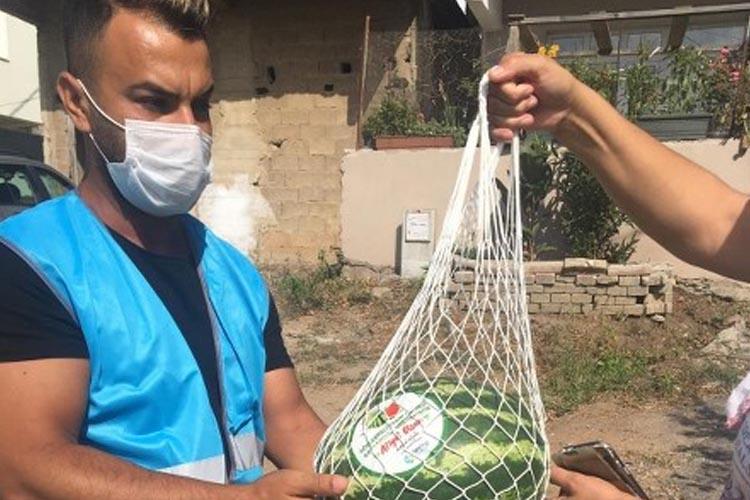Beykoz Belediyesi'nden evlere karpuz servisi