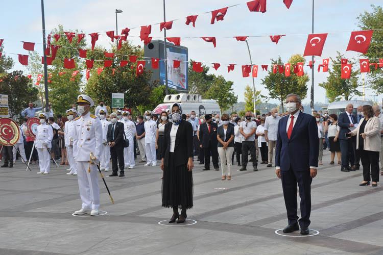Beykoz'da mesafeli Zafer Bayramı töreni