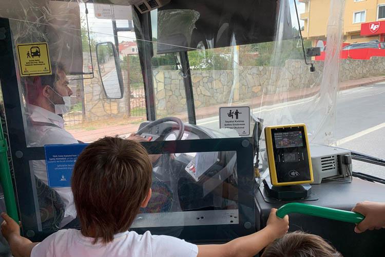 Otobüs almadı, Beykozlu durakta kaldı