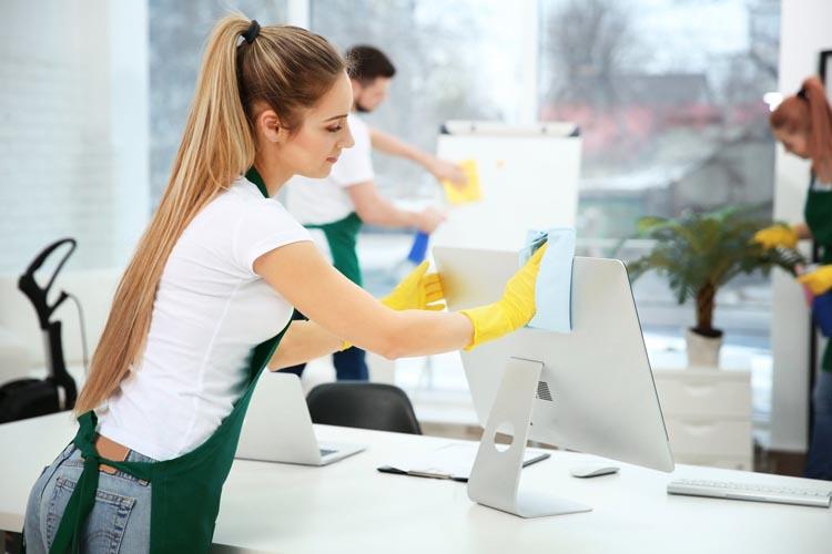 Ofis temizliği yaparken hangi malzemeleri kullanmalısınız?