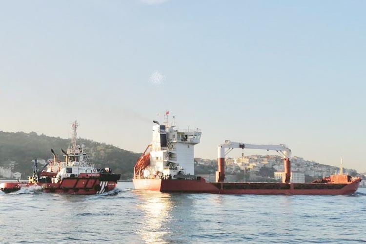 Beykoz açıklarında arızalanan 104 metrelik gemi kurtarıldı