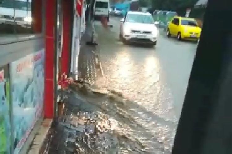 Beykoz'da esnaf İSKİ ve belediyeye isyan etti