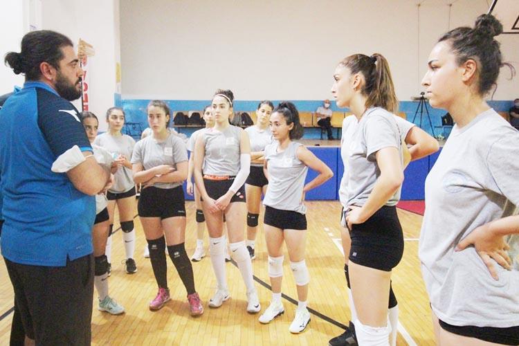 Beykoz Belediyespor voleybol takımını yeniden kurdu