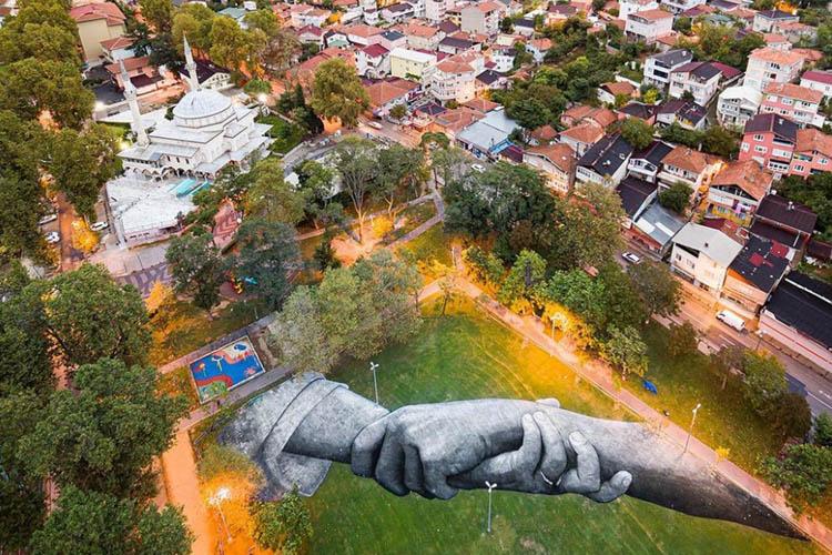 Dünyaca ünlü isimden Beykoz Çayırına Land Art