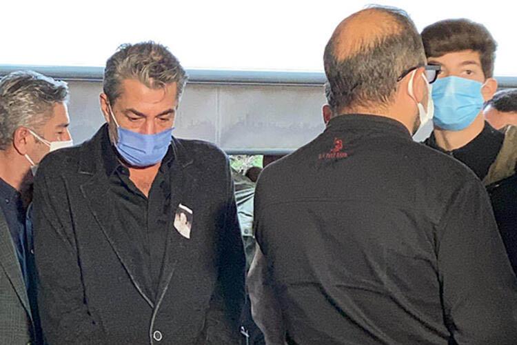 Ünlü oyuncu annesini Beykoz'da defnetti