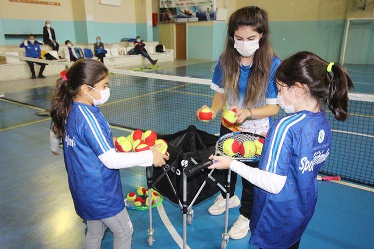 Beykoz'da tenis heyecanı başladı