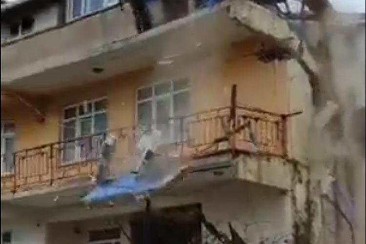 Beykoz Belediyesi Riva Köy Evini yıktı