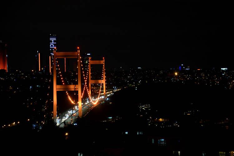 Beykoz'un köprüleri kadına şiddete dikkati çekti