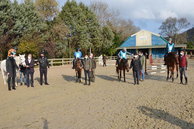Beykoz'da engelli çocuklar günü atlarla geçirdi