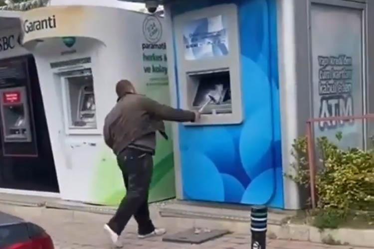 Beykoz'da çekiçli ATM saldırısı kamerada
