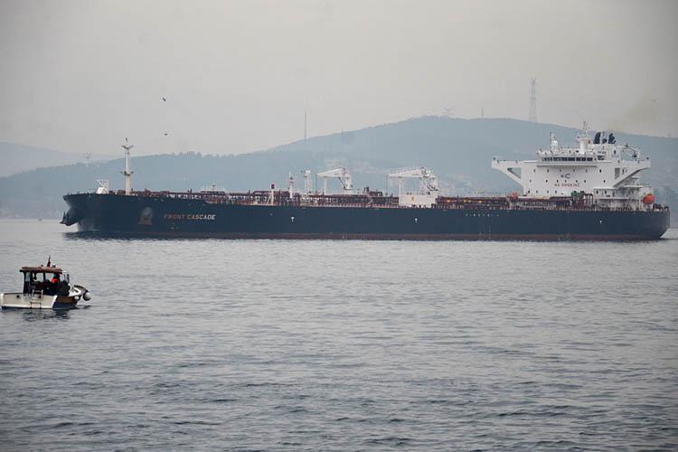 Dev gemilerin Boğaz geçişi Beykoz'dan izlendi