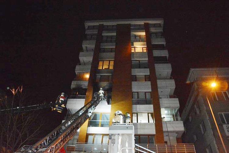 Beykoz Kavacık'taki binada çıkan yangın korkuttu