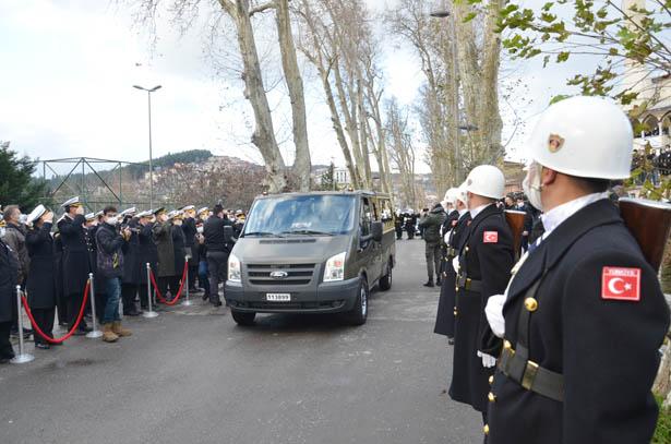 Aile Çalışma ve Sosyal Hizmetler Bakanı Zehra Zümrüt Selçuk'da cenazeye katıldı