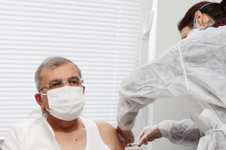 Beykoz Belediye Başkanı Murat Aydın Kovid-19 aşısı oldu