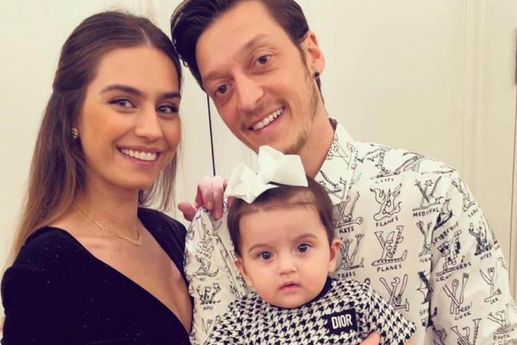 Yıldız Futbolcu Mesut Özil, Beykoz'a taşındı