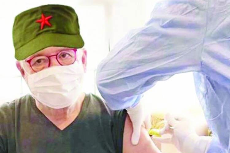 Ertuğrul Özkök, Kovid-19 aşısını Beykoz'da oldu