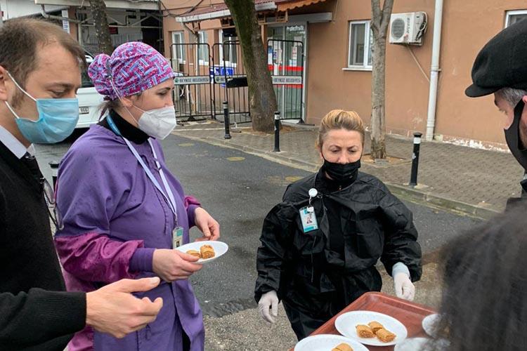 Beykoz Trabzonlular Derneğinden sağlıkçılara baklava