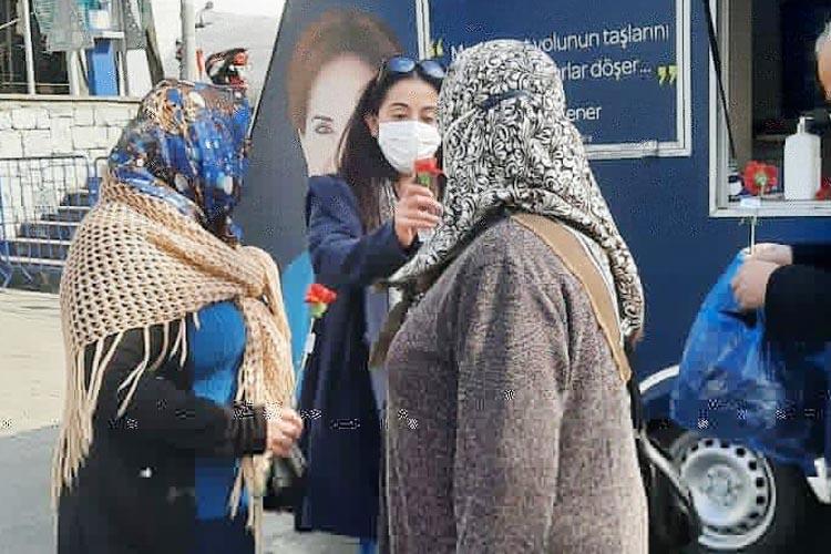 İYİ Partili Kadınlar Beykoz sokaklarını arşınladı