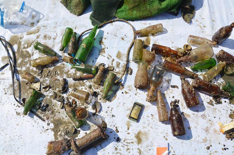 Beykoz'da su altından çıkarılan atıklar