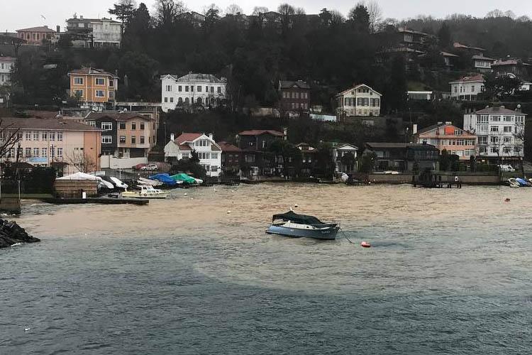 Beykoz Çubuklu'da sağanak denizin rengini değiştirdi