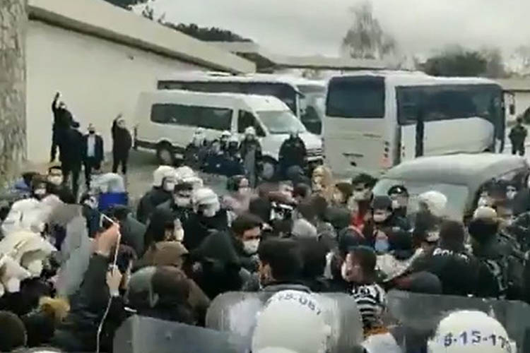Beykoz'daki Migros eylemine polis müdahale etti