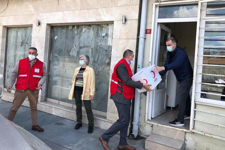 Kızılay Beykoz'da ihtiyaç sahiplerine el uzatıyor