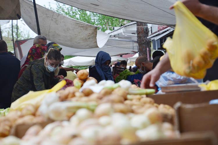Beykoz'da pazar yeri yoğunluğu korkuttu