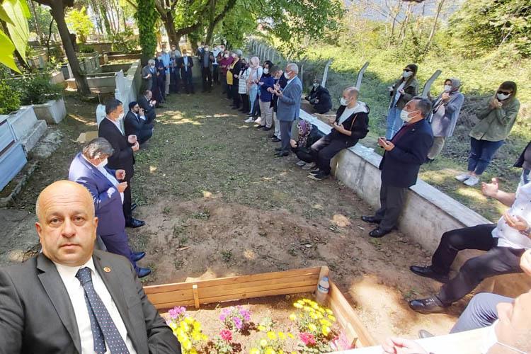 Beykoz muhtarları Serdar Lüleburgaz'ı Kuran-ı Kerim ile tilaveti ile andı