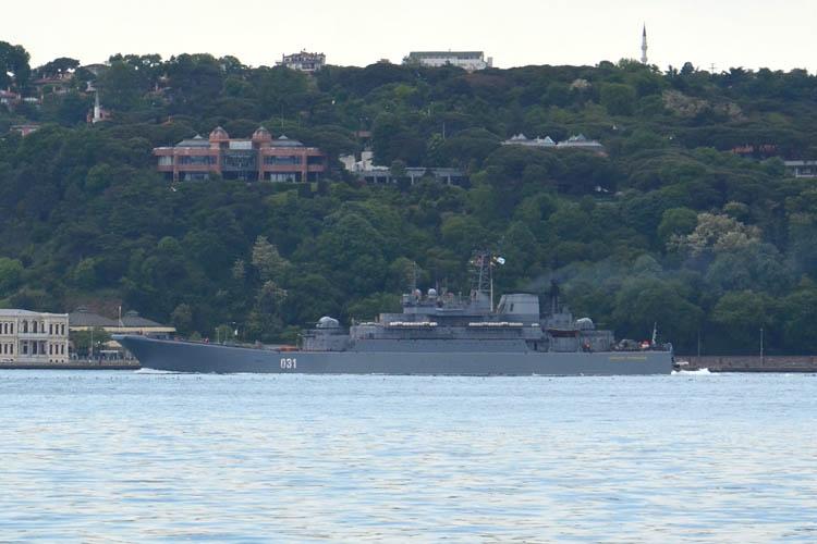 Rus Savaş gemisi Beykoz açıklarından geçti